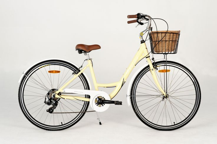 Let's go to Venice - the Esperia Venice 7 comes complete with colour coordinated mudguards and a cute wicker basket