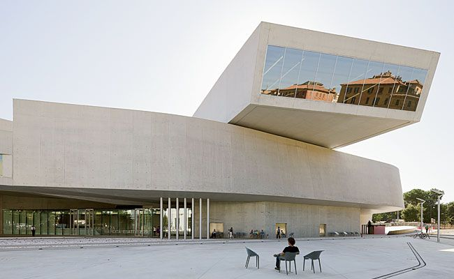 MAXXI - National Museum of the 21st Century Arts, Rome, Italy (2010) / Zaha Hadid - decon