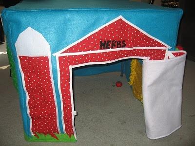 Card Table Playhouse   Barn/farm W Cow, Garden, Pickable Veggies, A