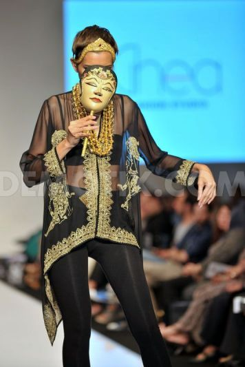 Want, want, want one of these wonderful wayang blouses from Indonesian designer Ghea Panggabean