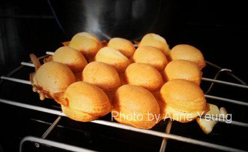 [Sweets] Hong Kong style egg waffle. Sub vanilla pudding powder for custard powder, regular milk + milk powder for evaporated milk. I wonder if this would work on a takoyaki pan?