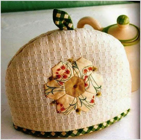 Грелки на чайники, салфетки, прихватки и фартуки для кухни. Napkins, pot holders and aprons for kitchen