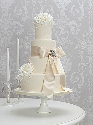 Vintage Rose and Brooch Wedding Cake the cake parlour