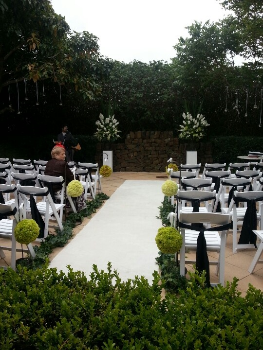 A Beautiful Courtyard Wedding Ceremony At Mercure Gerringong With Naomi Jones Floral Studio Xx