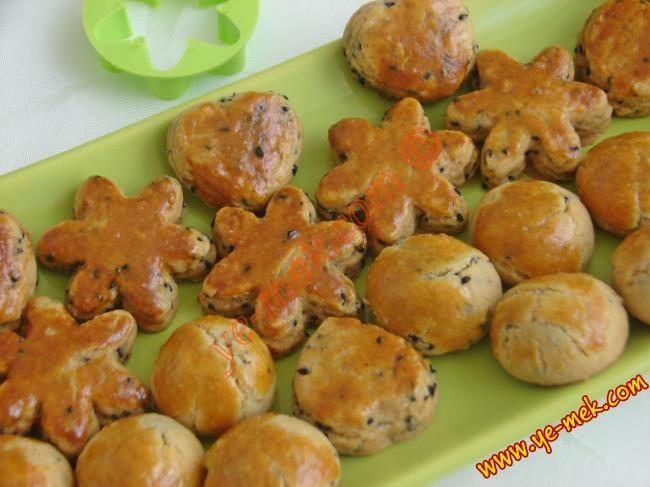 En gevrek tuzlu kurabiye tariflerimizden... Konu tuzlu kurabiye ise en güzeli budur...