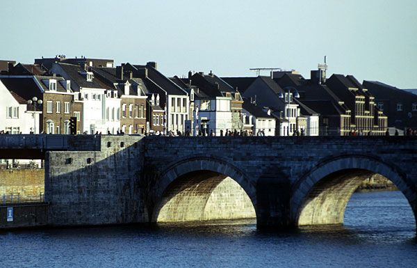 The              13th century Saint Servatius (Sint Servaasbrug) bridge in the oldest              city in the Netherlands.