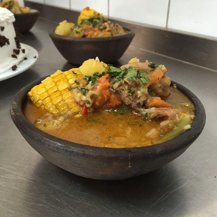 Ingredientes (6 porciones)   1 pollo (de alrededor de 1,5 kg), lavado, enjuagado, seco y trozado en 8 presas, o 1,5 kg de pechuga de pavo o carne blanca y/o