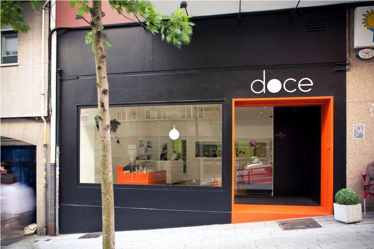 reforma local comercial pasteleria santiago fachada naranja