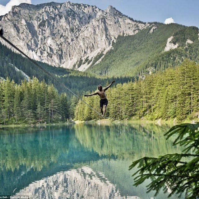 @michthek quebrando o recorde mundial de waterline em 2013! 250m em 22 dias de tentativas.  #slackclick #slackline #waterline #persistência #slacklining #atleta #dedicação #natureza #lago #outdoors #austria