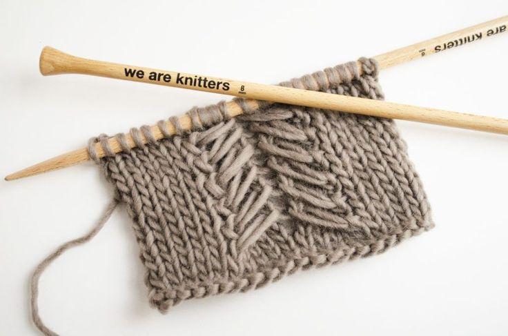 """Il y existe de nombreux types de """"cordes"""", """"torsades"""", les uns plus faciles et les autres plus compliqués. Mais celui que nous voulons vous montrer aujourd'hui est super facile à tricoter et néanmoins il offre un résultat spectaculaire sur vos tricots. Vous pouvez l'incorporer sur la majorité de nos kits en tricot, pour ajouter une …"""