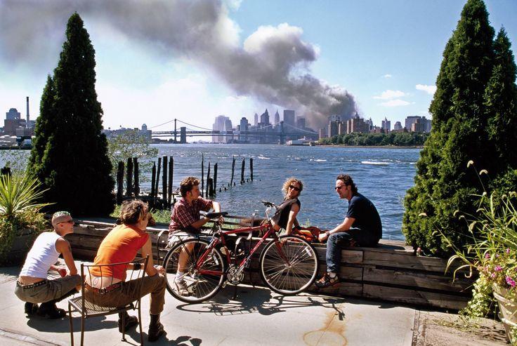 Thomas Hoepker: Szeptember 11., New York, USA, 2001. szeptember © Thomas Hoepker/Magnum Photos