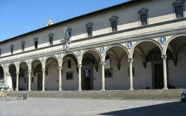 Costruito tra il 1419-1451, Lo Spedale degli Innocenti - (spedale deriva dall'antico dialetto fiorentino) - si trova in piazza Santissima Annunziata a Firenze. Fu uno dei primi esempi di architettura rinascimentale al mondo, forse il primo in assoluto, su progetto iniziale di Filippo Brunelleschi.