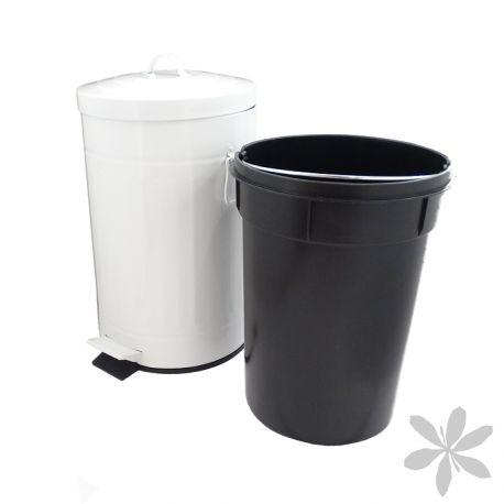 """""""RETRO"""" #Cubo de #basura de diseño #retro, se convertirá en la pieza central de decoración de tu cocina u oficina. Fabricado en acero galvanizado, color blanco, con tapa de apertura mediante pedal. Cubo interior de 12 litros elaborado en PVC, color negro y con asa extraíble para facilitar su limpieza. 32,70 €"""