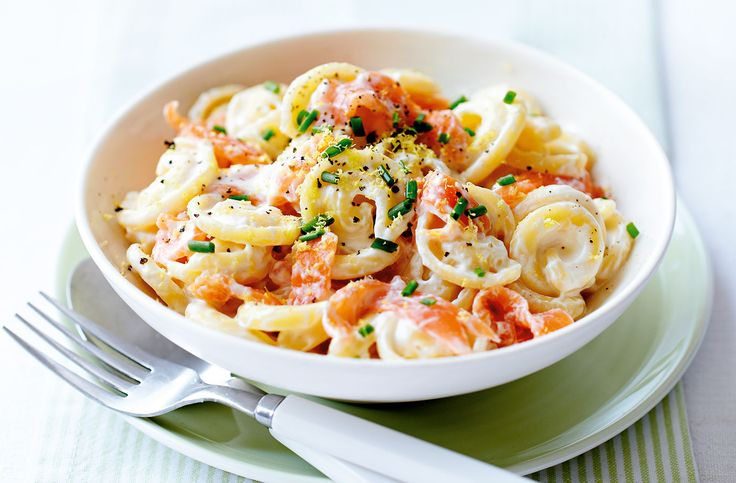A simple Creamy smoked salmon and lemon pasta recipe for you to cook a great meal for family or friends. Buy the ingredients for our Creamy smoked salmon and lemon pasta recipe from Tesco today.