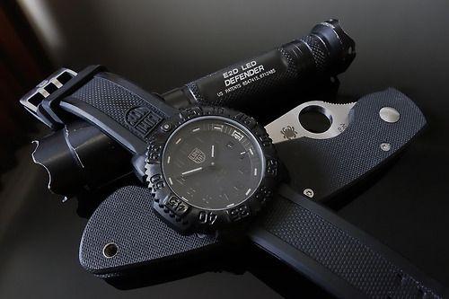 Luminox A.3051 Blackout Surefire E2DL Spyderco Military