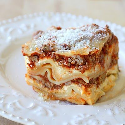 Crockpot Lasagna by thegirlwhoateeverything: Perfect for workdays and also for company! #Lasagna #Crockpot