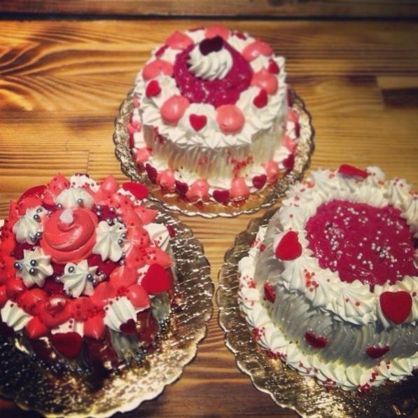 Mini Valentine's Cakes!