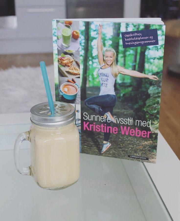 """Denne boken snudde livet mitt på hodet! Jeg gikk i fra å spise en sjokolade daglig til å nå ha vært """"sukkerfri"""" 1mnd takket være Kristine Webers knall gode tips til en sunnere livsstil  Følg @notabene_os for flere gode anbefalinger!  __________________________________ #healthyeating #healthychoices #proteinshakes #health #goodfood #lifestyle #lifestylechange #mangos #papaya #pineapple #tropical #love #life #kristineweber #sunnlivsstil #sugarfree #follow #notabene_os #sk16 #motivation…"""