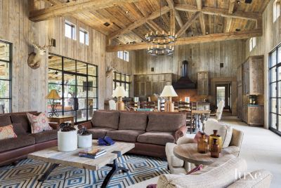 Best 25 hill country homes ideas on pinterest columns for Home decor 77036