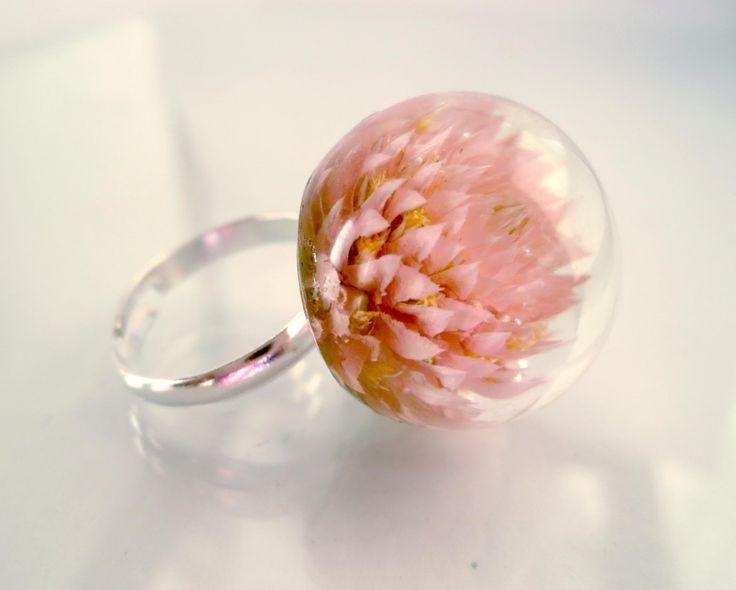 Bague fleur en résine rose saumon. Botanique. Vous par Neraidas