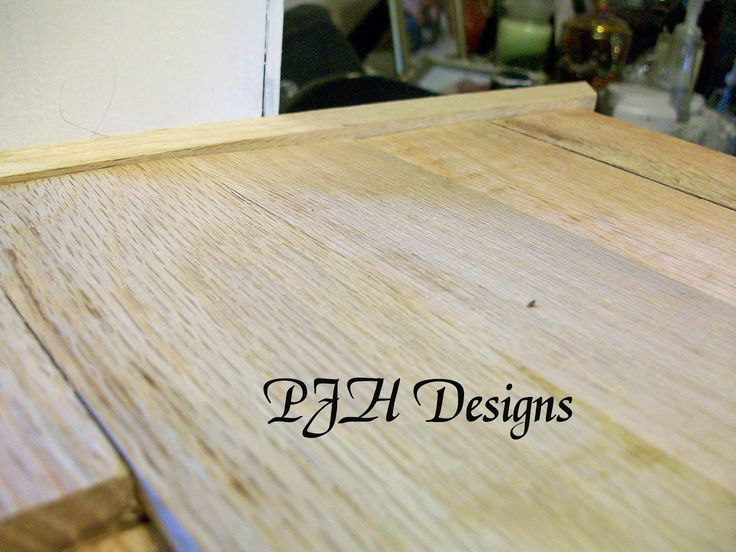 – Okay, I know we just saw a butcher block countertop not too long ago here and here, but I have never seen this before, wood flooring used for a butcher block countertop. Very smart and very cost effective! We did something similar with a countertop and window bench in our family room, but I …