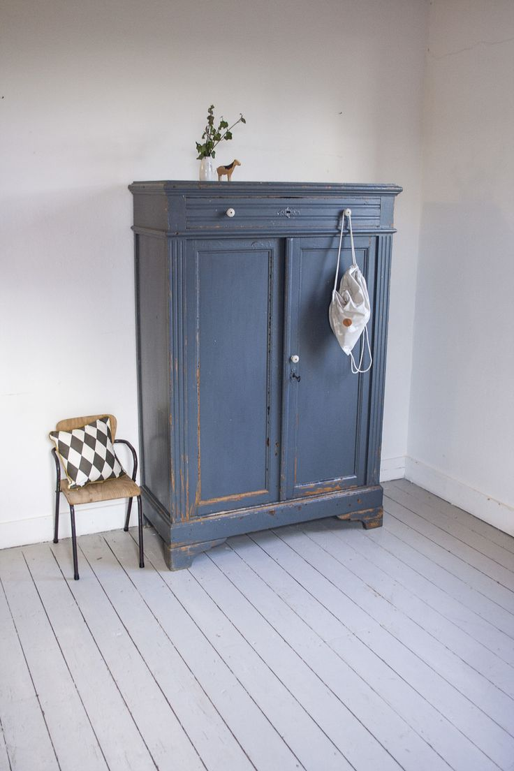 Blauwgrijze vintage meidenkast