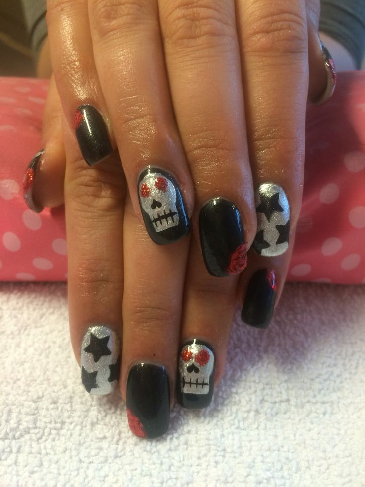 Hand painted skulls, stars, and stripes done by Trine Fajardo at California Nails & Beauty Lounge #nails #negler #shellac #ghost #halloween #halloweennails #halloweenmakeup #halloweenmua #nailart #naildesigns #californianails #stavanger #norge #norway #mua #makeup #spider #spidernails #spiderweb #skullnails #skull