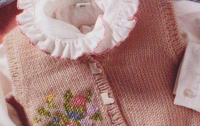 Crea un gilet per neonato con i nostri lavori a maglia - Un bellissimo gilet per neonato, da confezionare apposta per il nuovo arrivato o la nuova arrivata: scopri tutte le spiegazioni passo a passo per realizzare un nuovissimo lavoro a maglia.