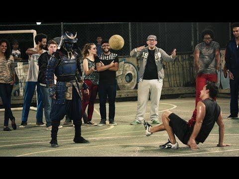 Samurai japonês humilha brasileiros com uma bola de futebol