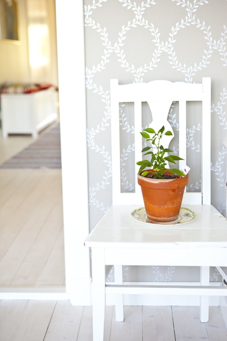 Swedish countrystyle and traditional trellis wallpaper.