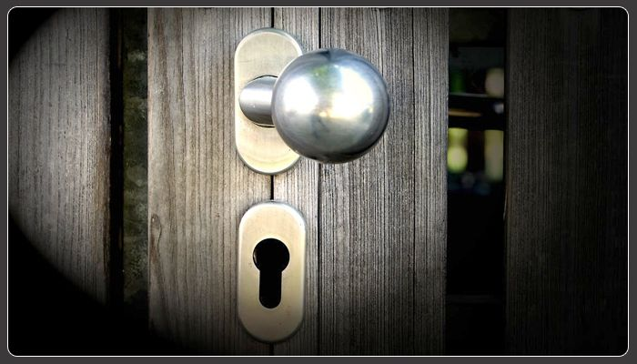 How to Avoid being Scammed by a Fake Locksmith