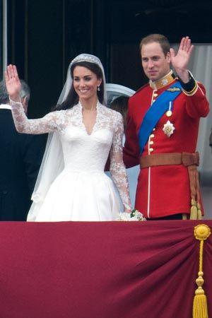 キャサリン妃主宰のチャリティに、ウェディングドレス展の収益を寄付!