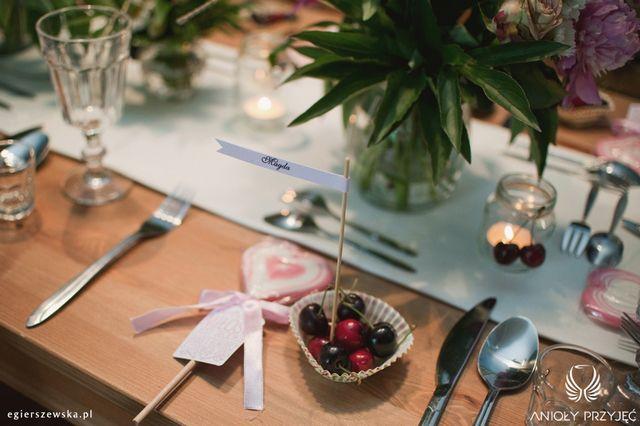 Cherry Wedding,Rustic wedding,Centerpieces,Guests gift,Fruit place card / Czereśniowe wesele,Rustykalne wesele,Dekoracje stołu,Prezenty dla gości,Owocowe winietki,Anioły Przyjęć