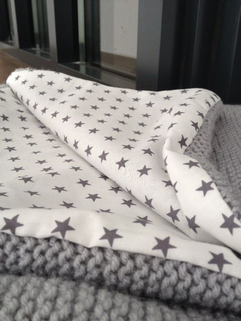 Enfin !!!! le tissu est arrivé , j'ai pu finir ma baby blanket Laine Himalaya…
