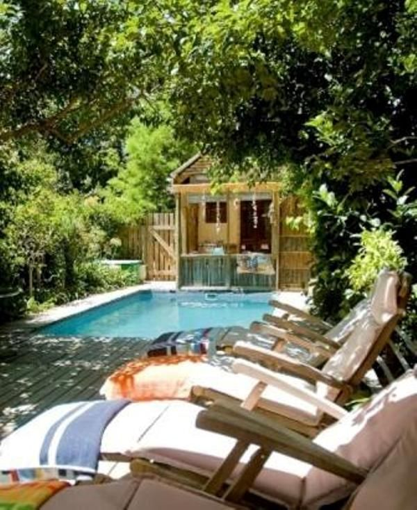 Bamboo Guest House in Knysna, a short drive from 3 golf courses, the iconic Knysna Heads and the Town Centre and Waterfront.