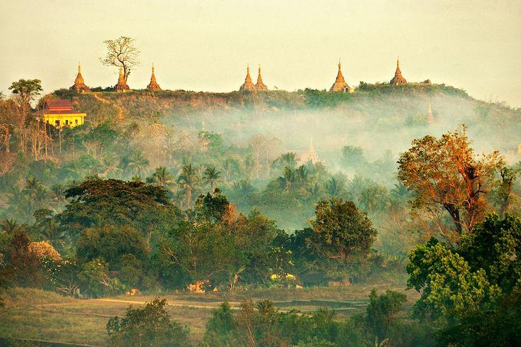 Birmanie : Le jour béni où j'ai visité Mrauk U       Je te l'accorde, mon voyage à Mrauk U ne date pas d'hier. C'était en 2006... Ouais, 10 ans déjà. À l'époque, les smartphones n'existaient pas et les voyages ne se résumaient pas à chercher un spot Wifi