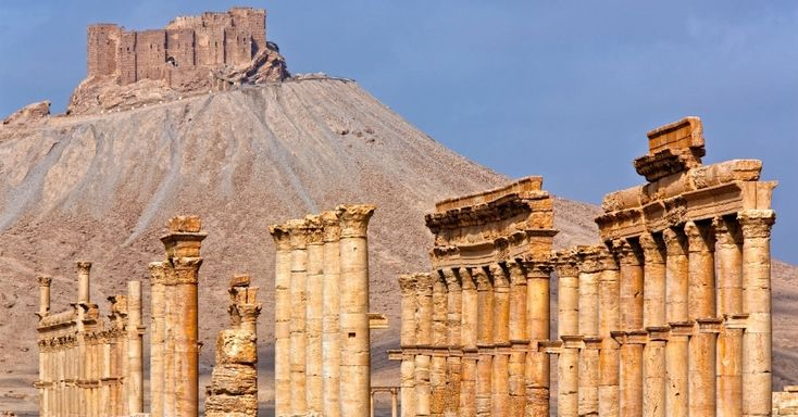 O cerco das tropas do Estado Islâmico à cidade de Palmira, na Síria, ameaça destruir um antigo centro na Rota da Seda da Ásia. Com ruínas magníficas, um templo e mitologia que cercam sua construção, Palmira é um dos patrimônios da humanidade da Unesco. Embora pesquisadores tenham comprovado sua existência no período neolítico, Palmira ganhou destaque no início do segundo milênio antes de Cristo, quando se tornou ponto de parada de caravanas que cruzavam o deserto sírio