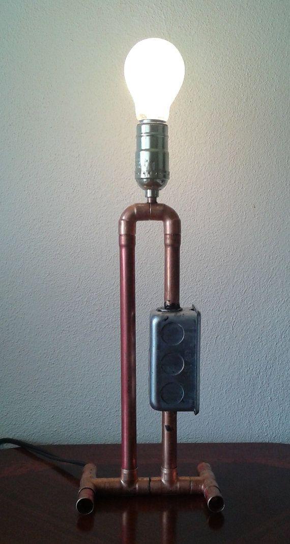 Lámpara de tubo de cobre multiusos La torre del poder por TonyLamps                                                                                                                                                                                 Más