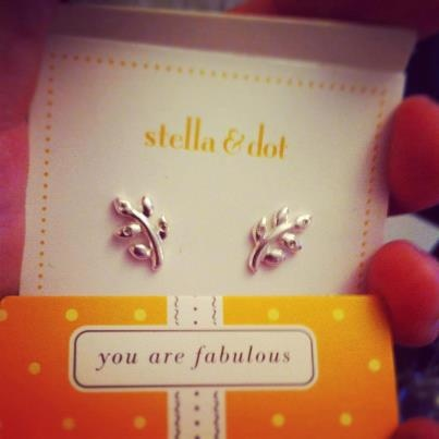 Laurel Studs by Stella & Dot.  50% off (only $9.50!!!) until 11/21 using the promo code BETTER.  Must be signed into account before entering promo code.   http://www.stelladot.com/ts/6fkl5