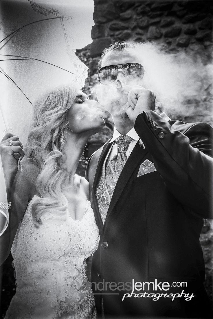 Besondere Hochzeitsfotos -  Hochzeitsfotograf Berlin -  Smoking hot Wedding .. 😎😎😎 .. wer neben den benötigten Standards auf besondere Hochzeitsfotos steht, sollte sich frühzeitig den Hochzeitsfotografen seiner Wahl sichern. Die aktuelle Saison läuft ja noch, aber die Buchungssaison für 2018 ist bereits eröffnet und der Kalender füllt sich zusehends .. www.hochzeitsfotografie-berlin.org #hochzeitsfotograf #weddingphotographer