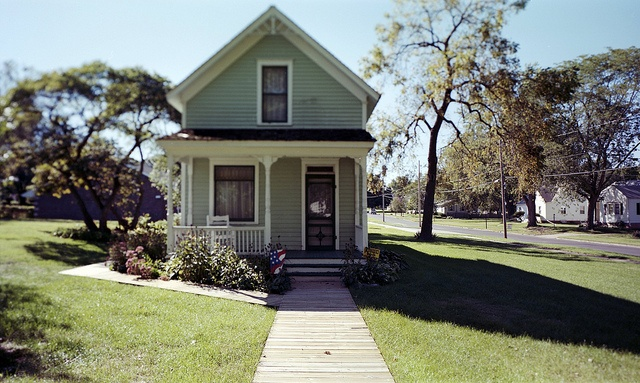 Glenn Miller's birthplace       He was born in this house March 1, 1904.Clarinda, Iowa
