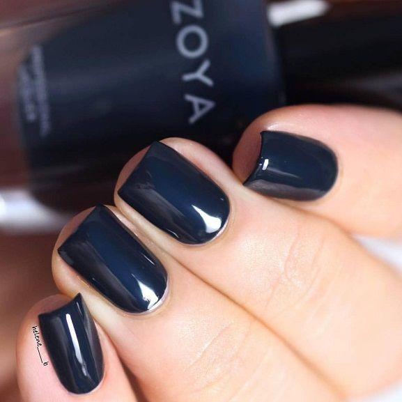 Fall nail polish ideas,navy blue nail polish,dark blue nails ideas,dark blue nails idea,dark blue nails,chic nail polish,dark blue nail polish for fall