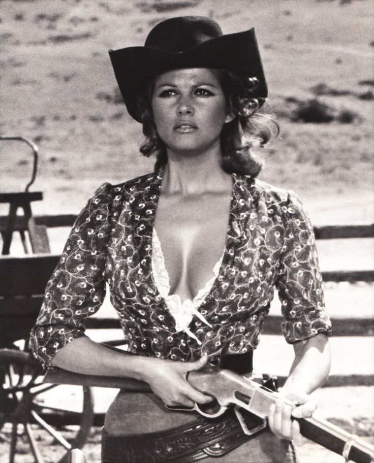 "un des meilleurs western ever! Claudia Cardinale in ""Once Upon a Time in the West"" (Sergio Leone, 1968)"
