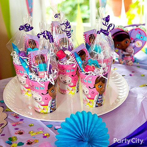 Doc McStuffins favor cups filled with cutesy favors are the perf prescription to keep the party going! Click for more fun party ideas!