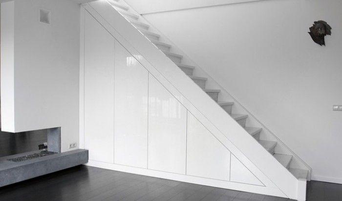strakke-opbergkast-onder-de-trap.1346656846-van-Tineke12.jpeg 700×412 pixels