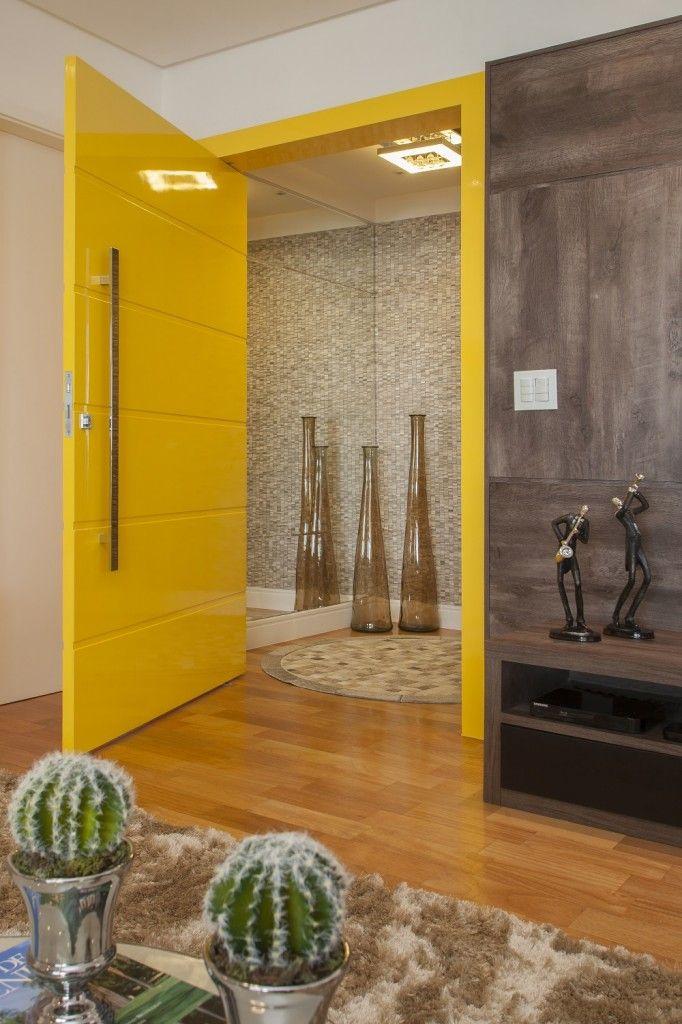 Porta pivotante com pintura laca P.U amarelo brilhante (Sayerlack) - Ecoville Portas Especiais