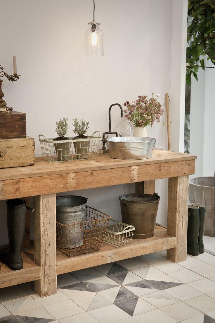 Interieur inspiratie | Een oude werkbank in het interieur • Stijlvol Styling - WoonblogStijlvol Styling – Woonblog