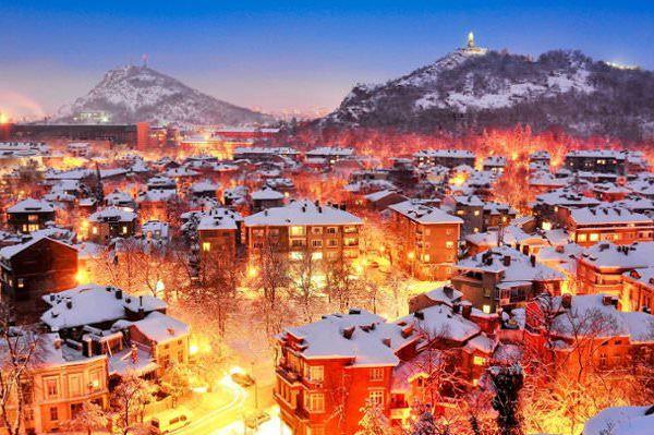 De resultaten zijn weer binnen. De experts van Lonely Planet hebben hard gewerkt en gekozen welke steden je echt in 2015 moet bezoeken. Sommige steden verdienen extra aandacht. In anderen vinden in 2015 speciale evenementen plaats. Maar wat ze allemaal gemeen hebben is dat al deze steden onmiskenbaar bezocht moeten worden in 2015. Benieuwd welke het zijn?