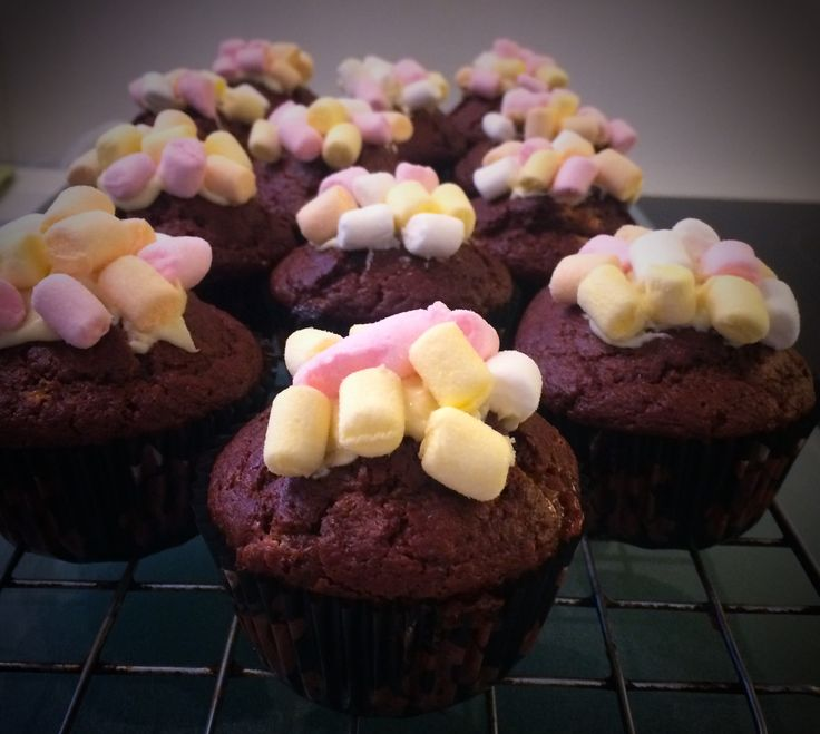 Chocolate and marshmallows cupcakes