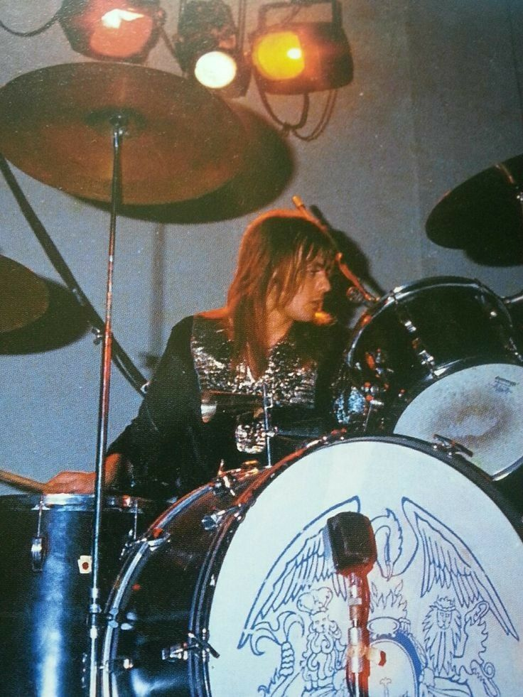 Pin By Asia On Freddie Mercury Roger Taylor Queen Queen Band Queen Drummer